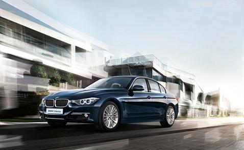 Giá BMW mới: thấp hơn từ 49 triệu đồng đến 589 triệu đồng/chiếc