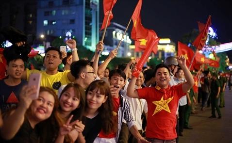 Nikkei: Chiến thắng bóng đá khơi dậy tinh thần đoàn kết