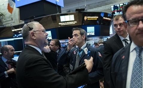 Dow Jones và S&P có tuần giảm mạnh nhất trong hơn 2 năm