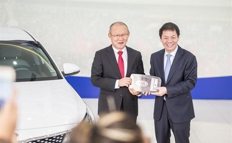Sedan cao cấp của Kia đã được trao cho ông Park Hang Seo