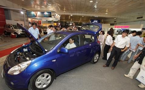Nhập khẩu ô tô: Cần nghĩ đến một chính sách thuế