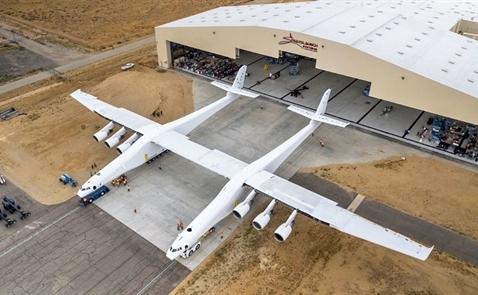 Stratolaunch: Chiếc máy bay lớn nhất thế giới chuẩn bị cất cánh