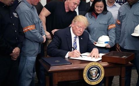 Ông Trump chính thức ký sắc lệnh áp thuế nhập khẩu thép và nhôm