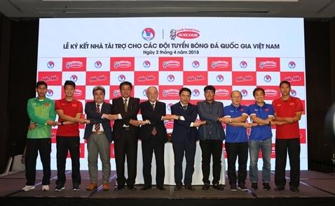 Acecook tài trợ cho Đội tuyển bóng đá quốc gia Việt Nam