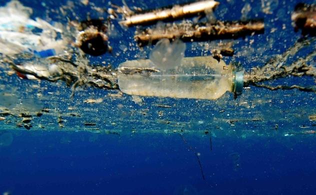 Các nhà khoa học tạo ra enzyme đột biến phân hủy nhựa chỉ trong vài ngày