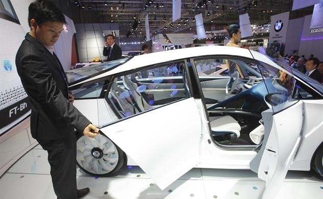 Thị trường ô tô: Giá giảm khi xe nhập khẩu tràn vào?