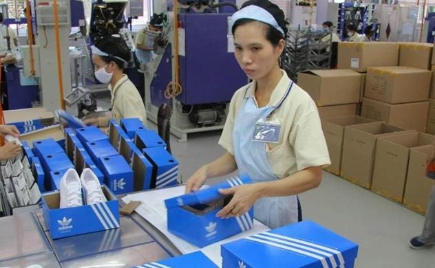 Adidas sẽ sản xuất nhiều giày hơn tại Việt Nam, có nên vui?