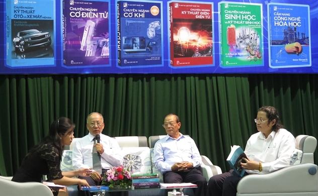 Việt kiều Đức chung tay thực hiện tủ sách Nhất Nghệ Tinh