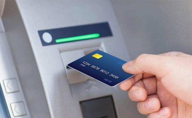 Các ngân hàng nắm 80% thị phần đồng loạt tăng phí rút tiền ATM
