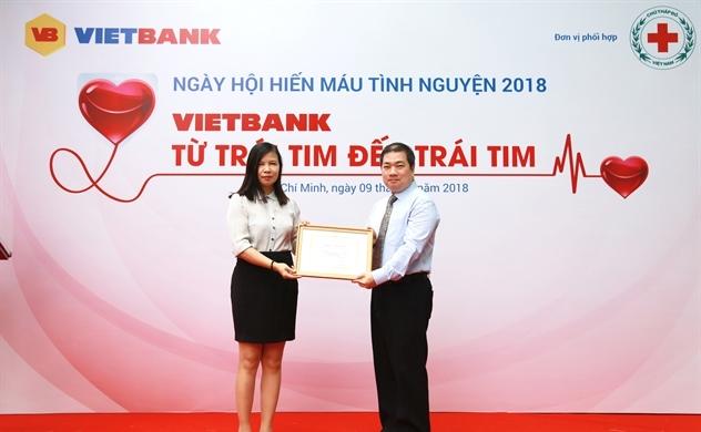 Hàng trăm nhân viên Ngân hàng TMCP Việt Nam Thương Tín hiến máu