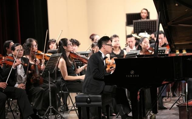 Cậu bé vàng Piano Nguyễn Việt Trung sẽ về nước biểu diễn