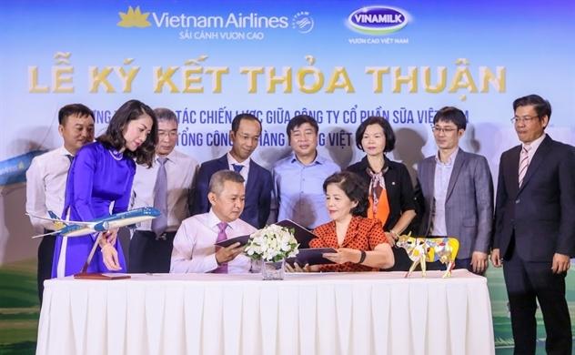 """Phía sau cái bắt tay giữa """"hai người khổng lồ"""" Việt Nam"""