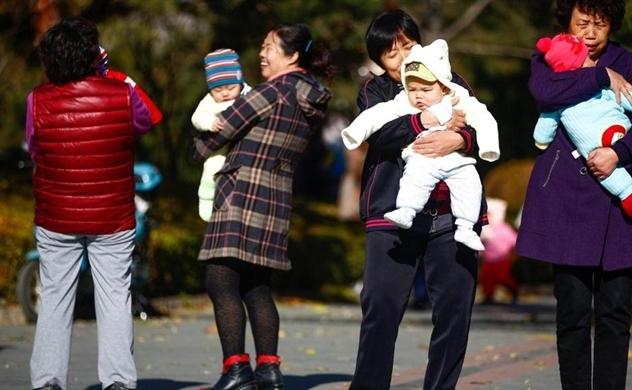 Bỏ chính sách 1 con, Trung Quốc vội vàng khuyến sinh?