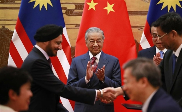 Malaysia đình chỉ các dự án với Trung Quốc vì lo vỡ nợ