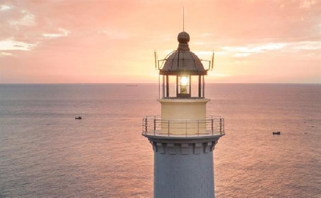 Dulux Weathershield sơn lại hải đăng Đại Lãnh-Mũi Điện