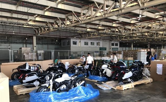 BMW R nineT Spezial và K1600 Grand America bất ngờ xuất hiện tại Việt Nam