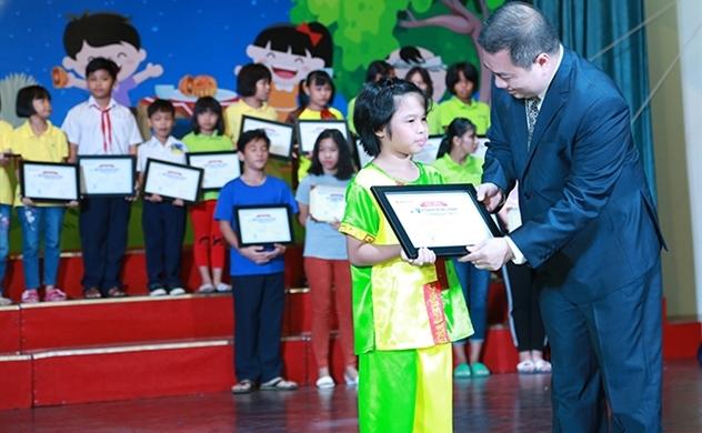 Vietbank trao học bổng cho trẻ em mái ấm TP.HCM trong dịp Trung thu 2018