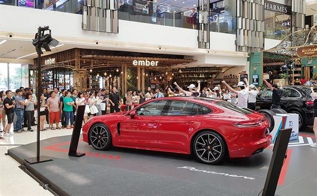 Những tuyệt phẩm Porsche xuất hiện tại trung tâm thương mại Saigon Centre