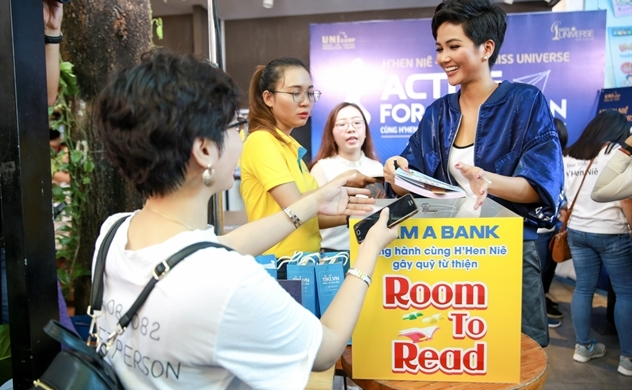 Nam Á Bank phối hợp với hoa hậu H'Hen Niê tổ chức sự kiện bán sách