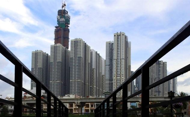 Nikkei: Việt Nam có thể nâng trần sở hữu nước ngoài ngành ngân hàng và hàng không