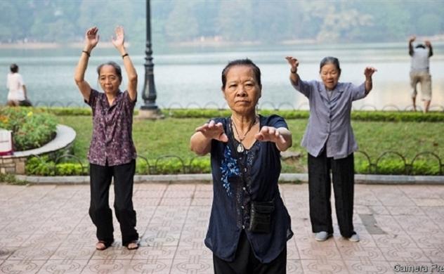 Economist: Việt Nam chưa giàu đã già
