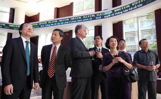 Quỹ 76 tỉ USD của Anh khuyến mua chứng khoán Việt Nam