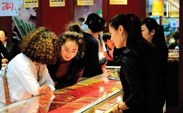 Người tiêu dùng Trung Quốc dè sẻn, thế giới đâm lo