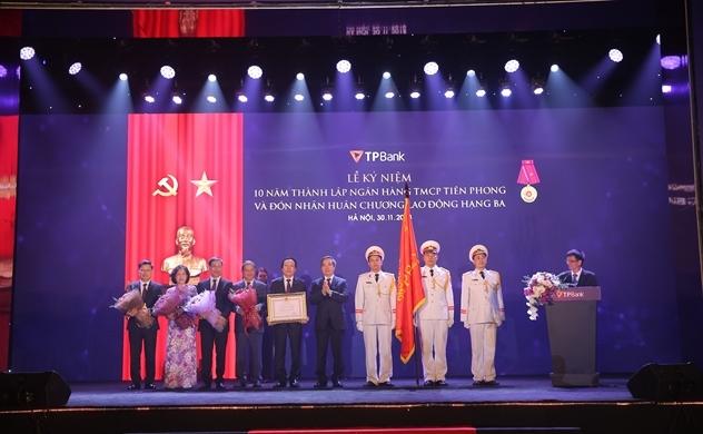 Kỷ niệm 10 năm thành lập, TPBank đón nhận Huân chương Lao động hạng Ba