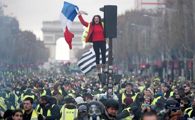 """Bạo động """"Áo Vàng"""" lan rộng tại Pháp"""
