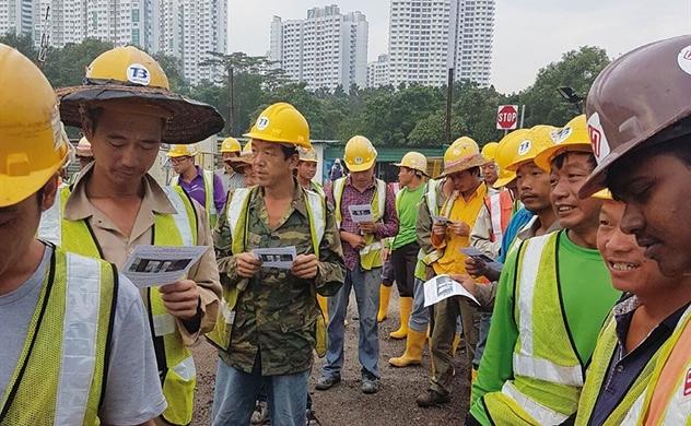 Singapore buộc tội 2 công nhân Trung Quốc nhận hối lộ 1 đô la