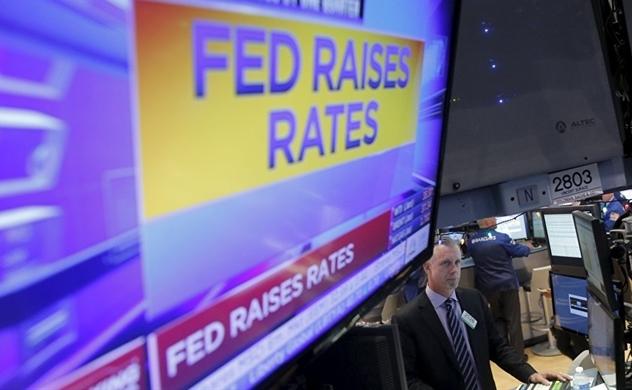 FED nâng lãi suất lẫn thứ 4, chứng khoán Mỹ giảm mạnh