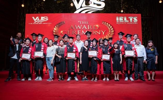 Anh Văn Hội Việt Mỹ vinh danh các học viên IELTS xuất sắc