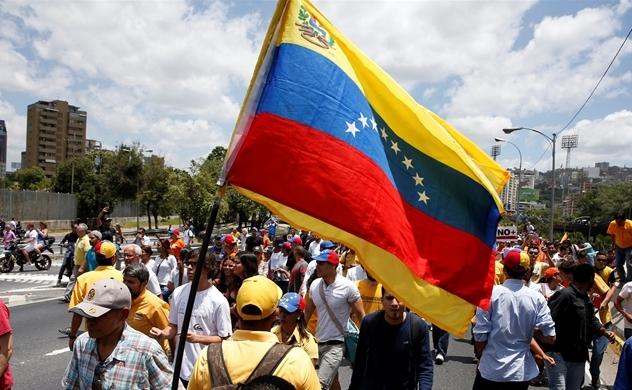 Nền kinh tế của Venezuela tiếp tục rơi tự do