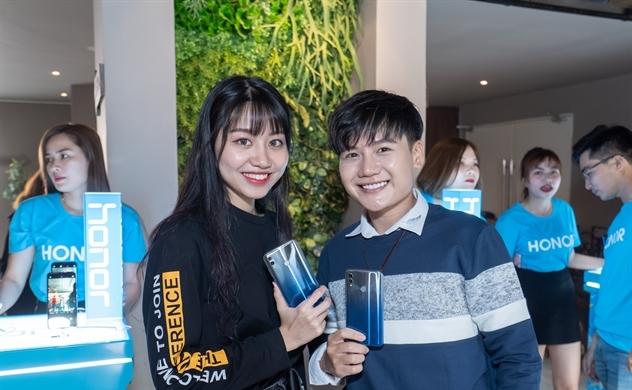 Honor ra mắt điện thoại tích hợp camera AI 24 MP