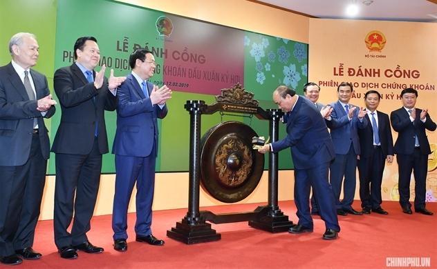 Thủ tướng Nguyễn Xuân Phúc: Cần tăng cường bảo vệ nhà đầu tư thiểu số