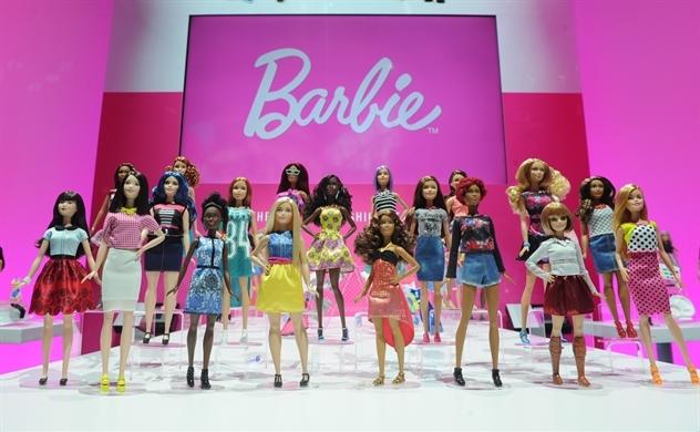 Ở tuổi 60, búp bê Barbie vẫn khuấy đảo thế giới