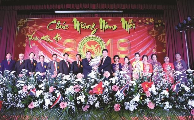 Người Việt bốn phương số (623)