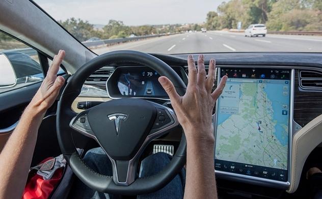 Xe hơi tự lái: Nỗi lo của ngành bảo hiểm