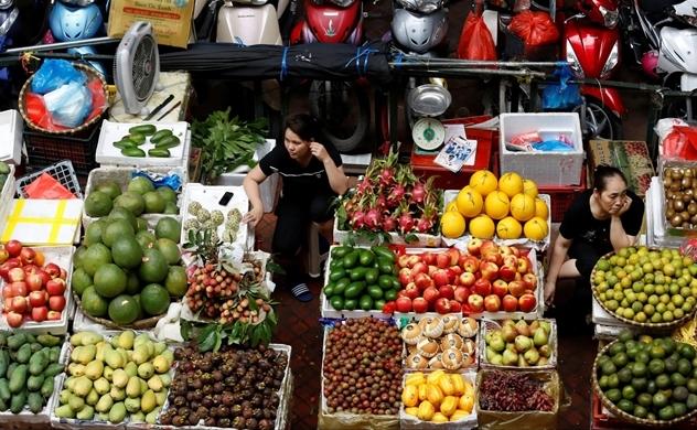 Nikkei: Hộ kinh doanh nhỏ ở Việt Nam cạnh tranh với siêu thị bằng mạng xã hội