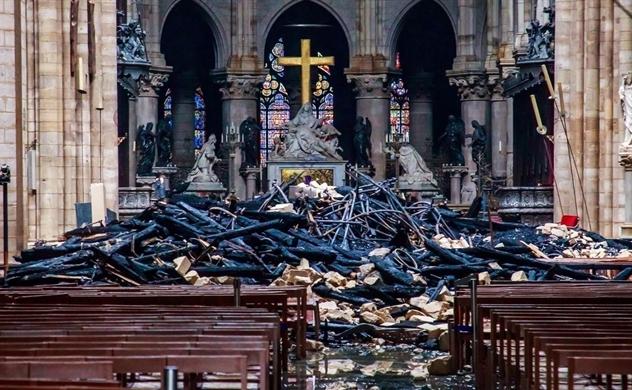 Các tỉ phú Pháp quyên tiền để phục hồi Nhà thờ Đức Bà Paris