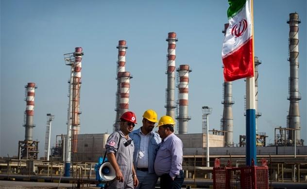 Thị trường dầu rúng động vì Mỹ siết lệnh trừng phạt Iran