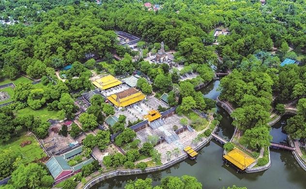"""Chủ tịch UBND tỉnh Thừa Thiên Huế: """"Nhặt một cọng rác, bạn đã làm cho Huế sạch hơn"""""""