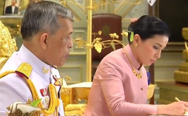 Quốc vương Thái Lan kết hôn với nữ tướng cận vệ