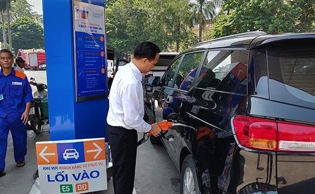 Giá xăng được điều chỉnh giảm 200-600 đồng/lít từ 17.5