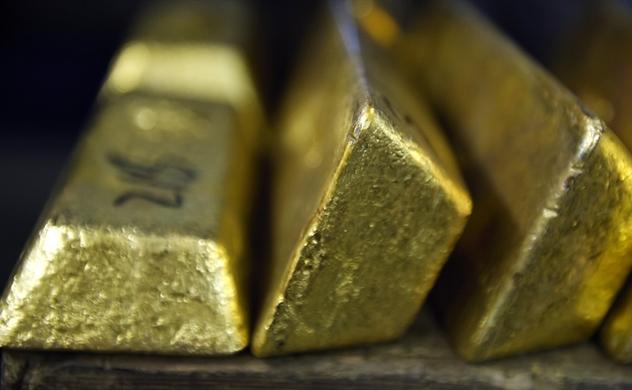 Thế giới đua hạ lãi suất, vàng vượt 1.400 USD
