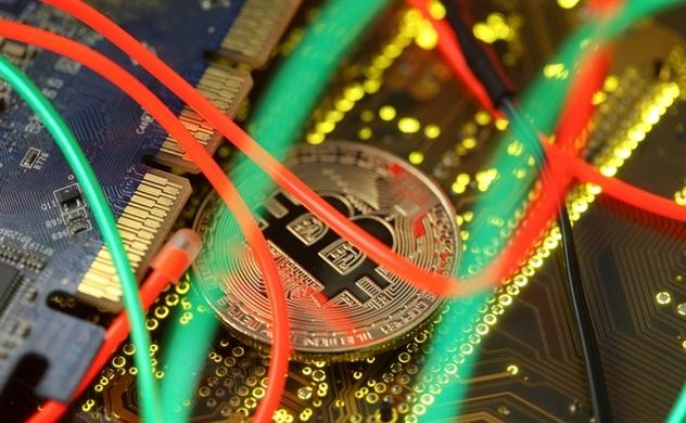 Giá bitcoin rớt thảm vì Trump