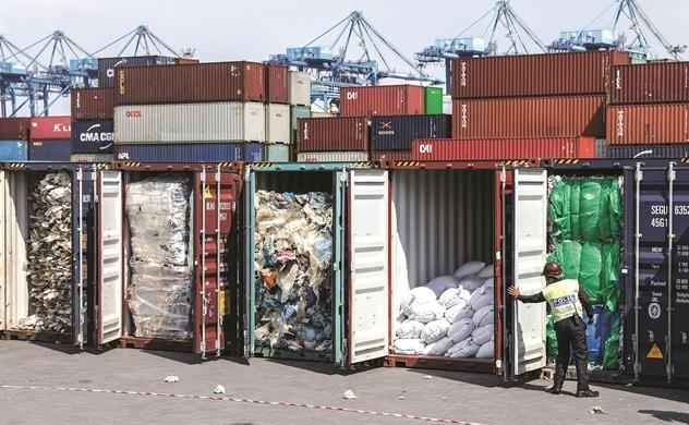 Giải bài toán 2 tỉ tấn rác