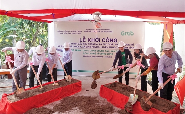 """Khởi công xây dựng hai cây cầu đầu tiên của Dự án """"Cùng Grab Chung Tay-Xây Cầu Đến Lớp"""""""