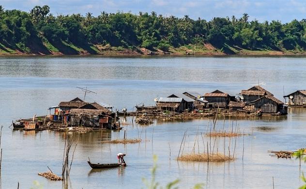 Tại sao mực nước sông Mê Kông rớt xuống mức thấp nhất trong 100 năm qua?