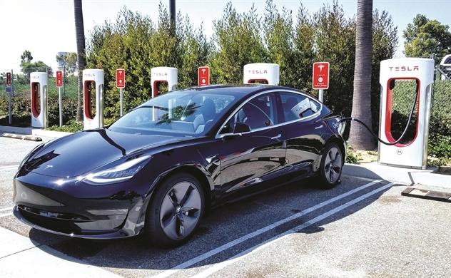 Tesla không người lái: Chờ đến bao giờ?